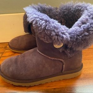 UGGS BAILEY BUTTON PURPLE SHORT BOOT Size 5